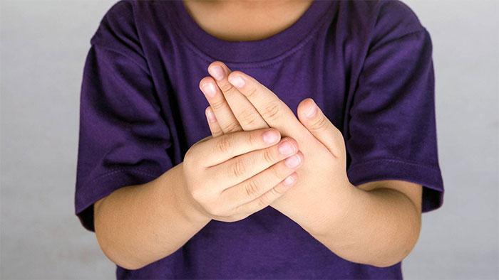 Артрит у детей: виды заболевания, причины и симптоматика, лечение