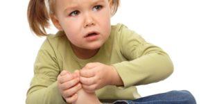 артрит у маленькой девочки