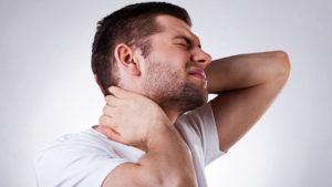 болит шея справа причины