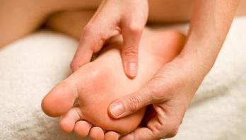 Болит большой палец на ноге: причины, симптоматика, лечение