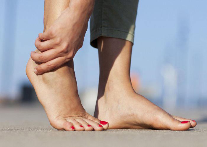 Болят ноги от колена до ступни: диагностика, причины, лечение