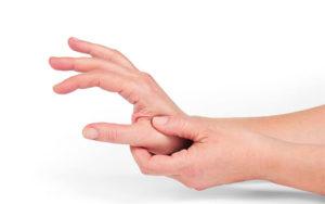 Боль в большом пальце руки