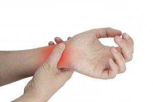 из-за чего могут опухать и болеть руки