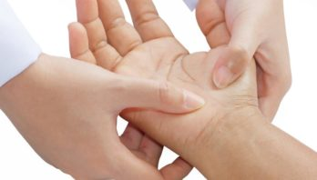Боль в кисти: заболевания, причины, симптомы, лечение
