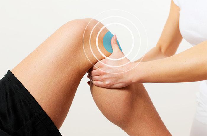 Почему болит колено при сгибании: причины, лечение болей
