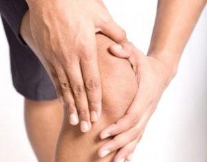 почему же опухло колено без ушиба и болит