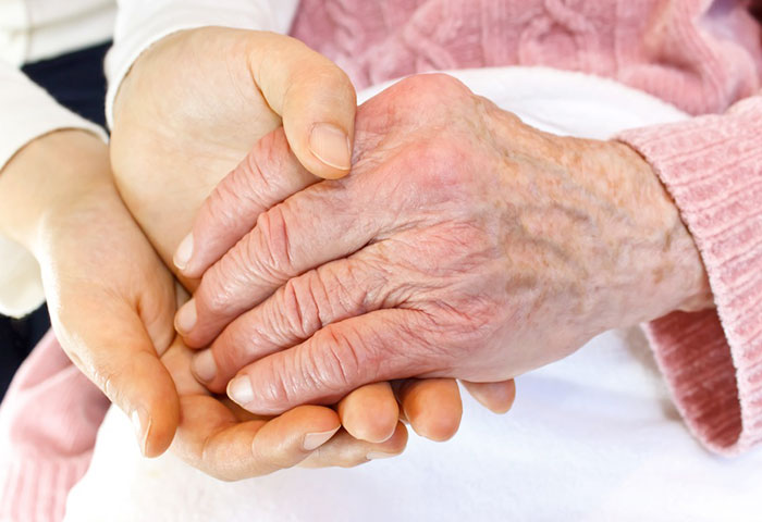 Боль в суставах пальцев рук – возможные причины и тактика лечения