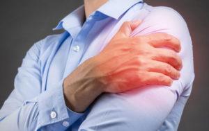 почему появляется боль в плечевом суставе и как лечить
