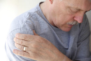 почему болит плечевой сустав и что делать