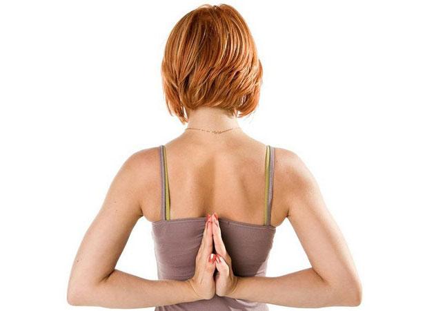 Боль в спине в области лопаток: причины, заболевания, лечение