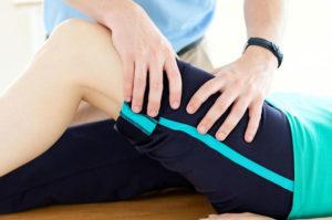 болят колени из-за чего это может