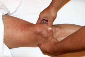 делают массаж коленки при артрозе