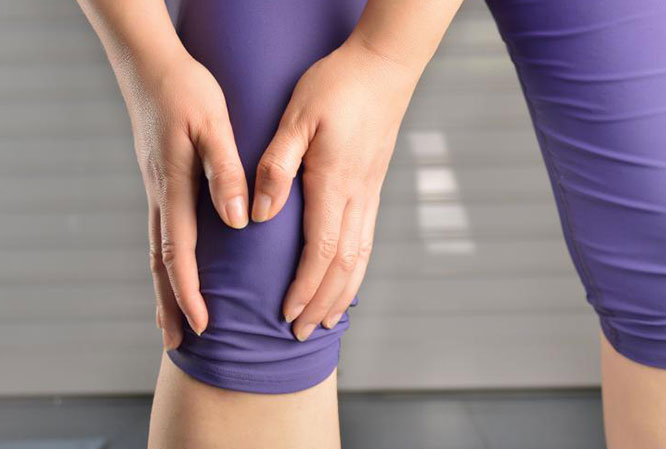 Ушиб колена: симптоматика, отличия, диагностика, лечение