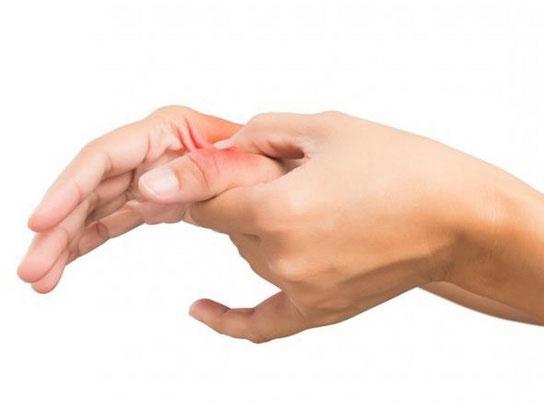 Ушиб руки: симптомы, причины, осложнения и лечение