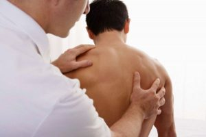 осмотр спины у докторы и профилактика