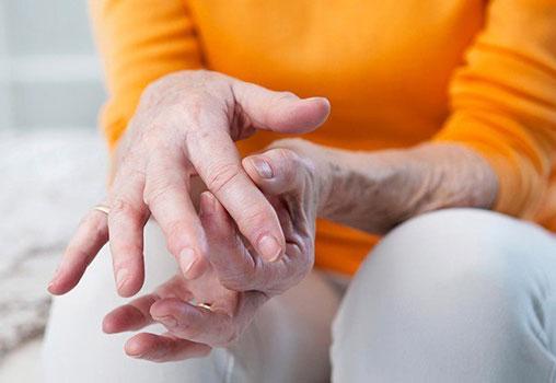 Скованность суставов: причины, симптоматика, лечение
