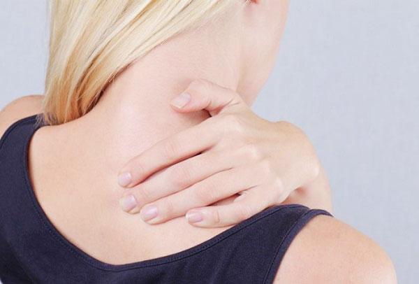 Боль под левой лопаткой сзади со спины: причины, диагностика и лечение