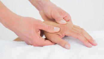 Немеют руки: причины, симптомы, диагностика, лечение