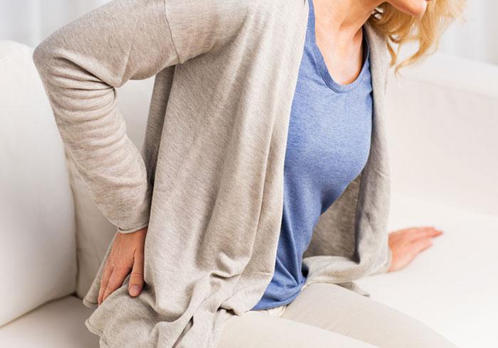 Ноющая боль в пояснице: почему возникает? Симптомы и лечение