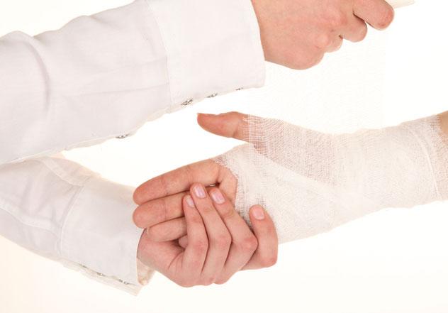 Вывих кисти руки: симптомы, причины, лечение, профилактика