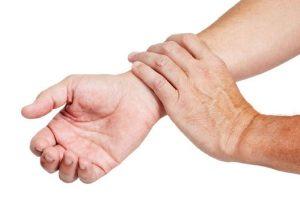 Растяжение связок руки