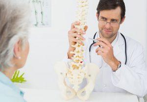 Какой врач лечит позвоночник