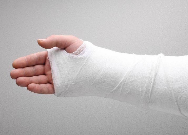 Переломы костей: классификация, методы лечения, реабилитация